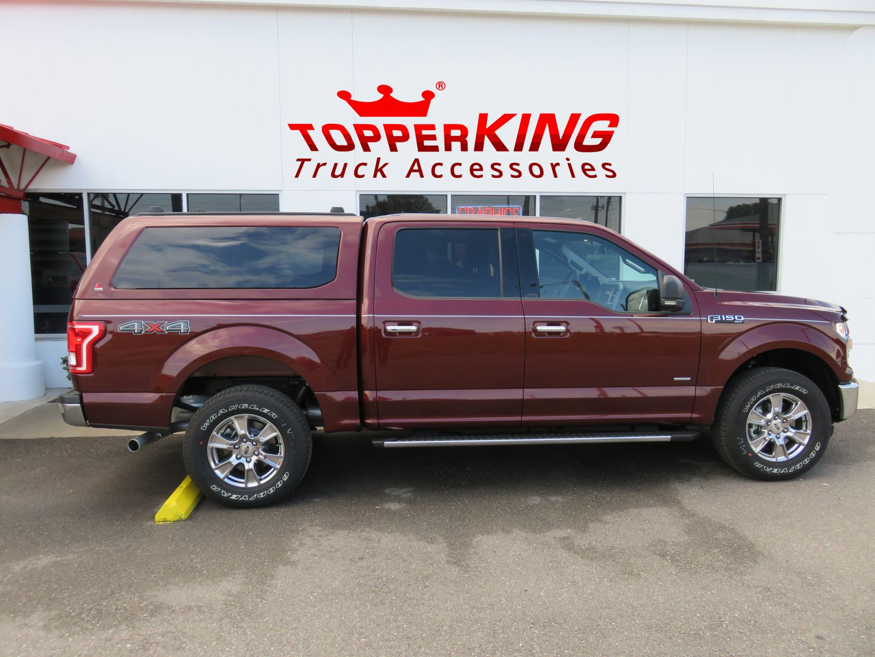 Ford F150 Has A Brand New Leer 100xq Fibergl Topper And Custom Hitch By Topperking