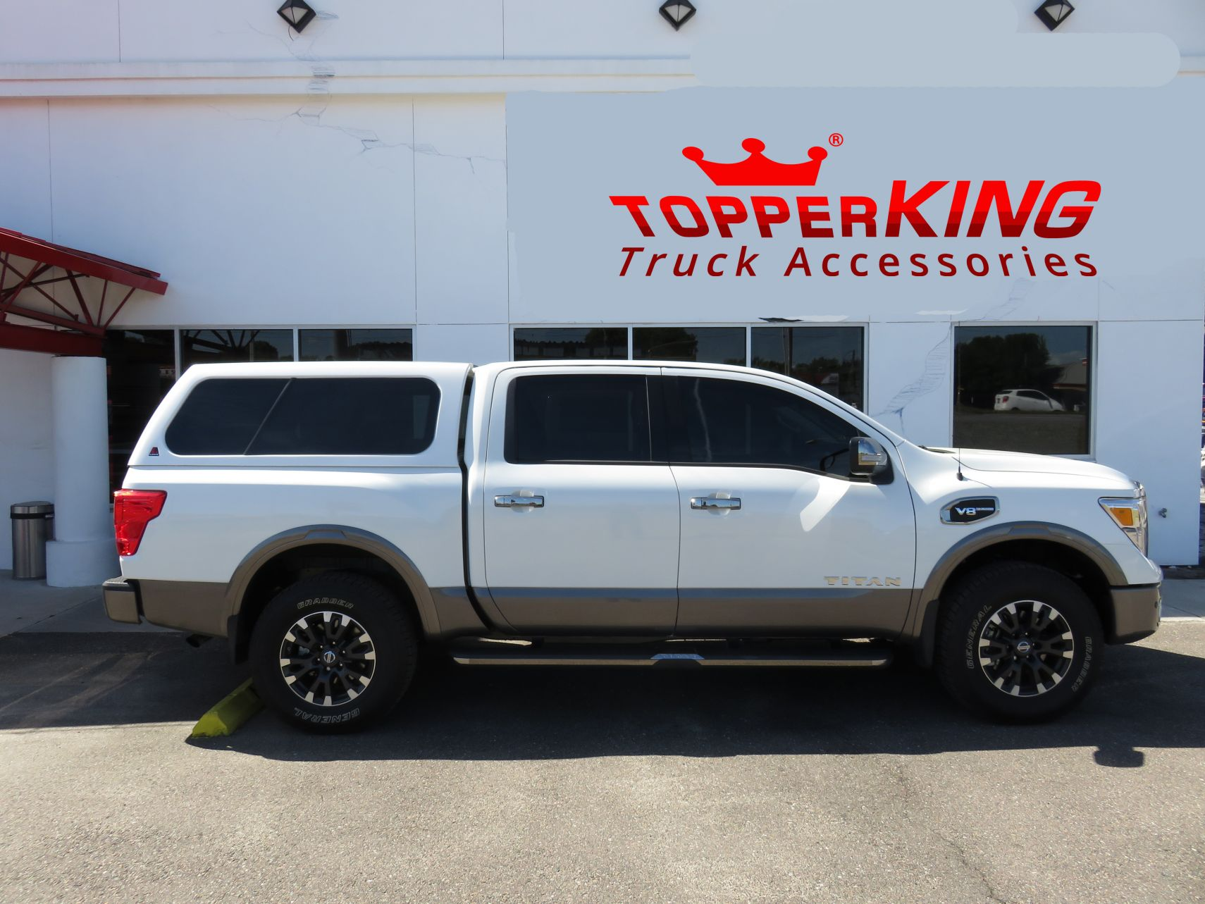 Nissan Titan with LEER 100XL and Custom Hitch - TopperKING ... d2f33557ddba