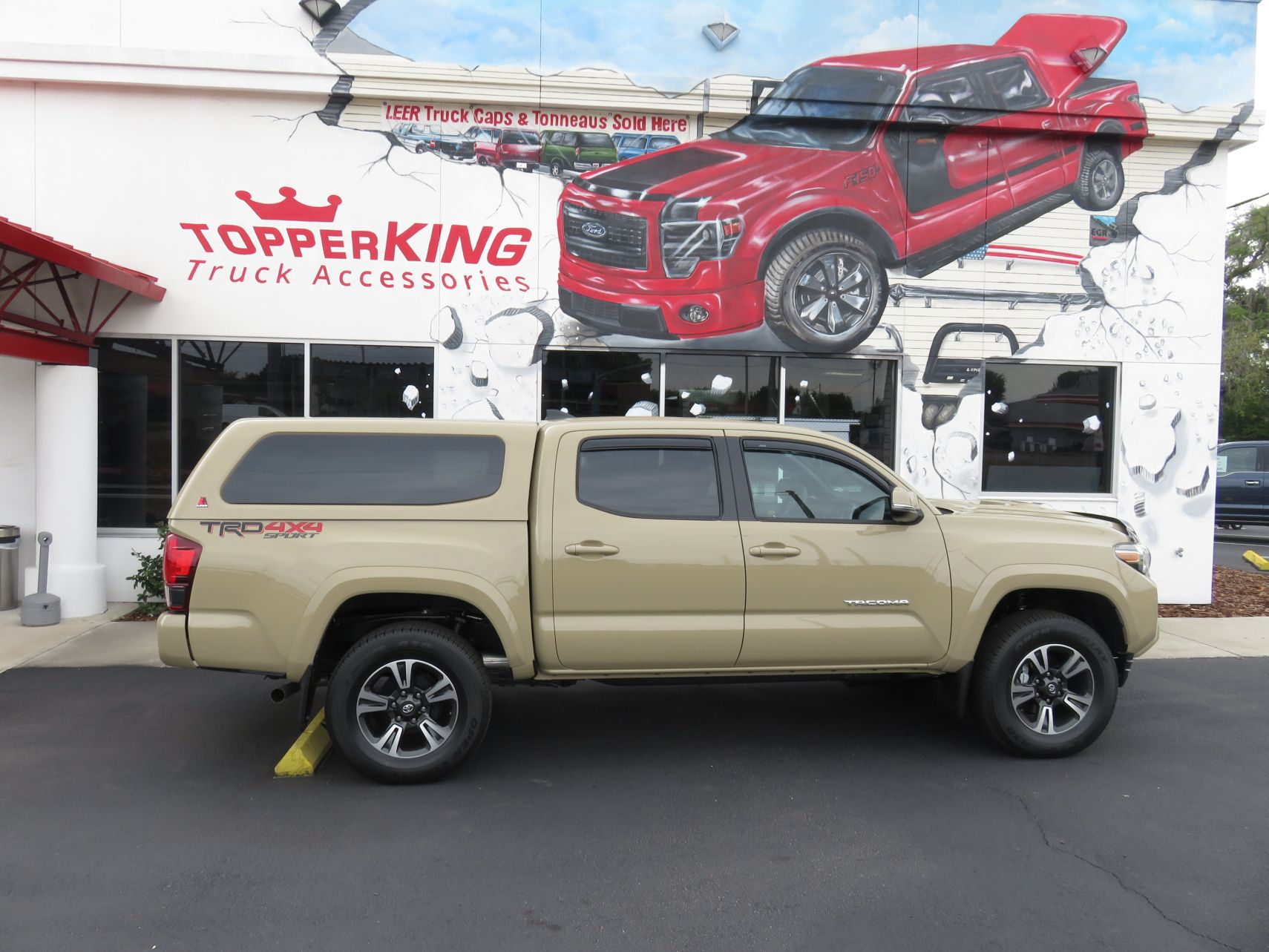Toyota Tacoma Topper >> 2018 Toyota Tacoma Leer 100xq Bug Shield Topperking