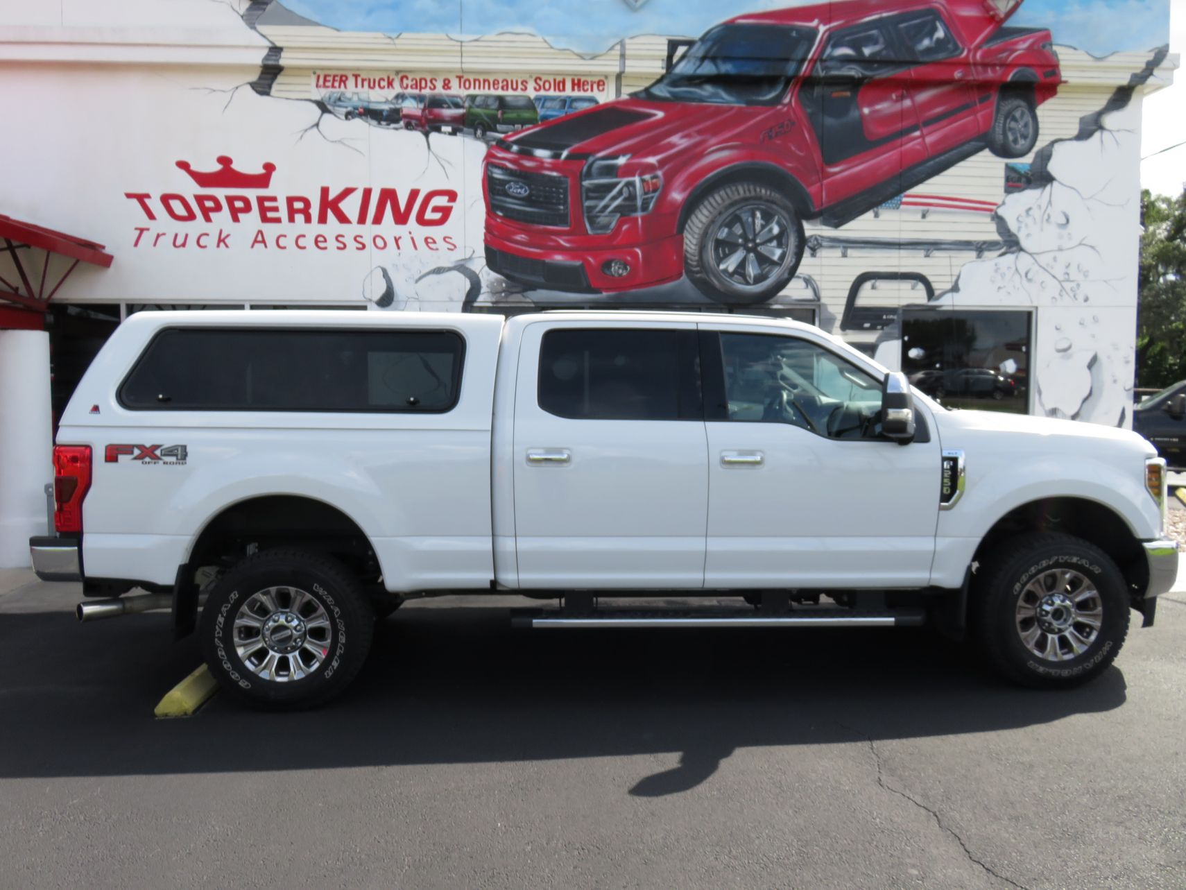2018 White Ford F250 Super Duty LEER 100XR - TopperKING