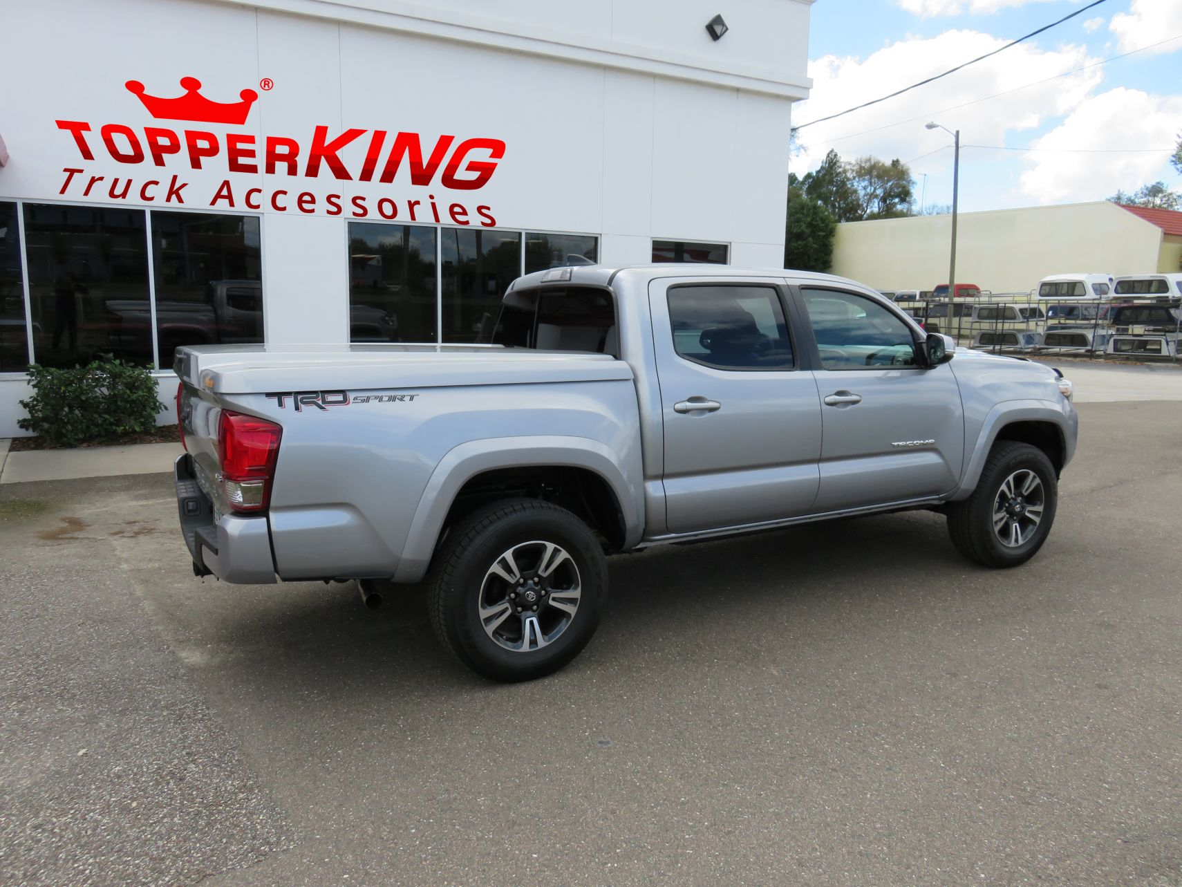 Toyota Tacoma With Cap >> 2017 Trendy Toyota Tacoma LEER Tonneau - TopperKING : TopperKING | Providing all of Tampa Bay ...