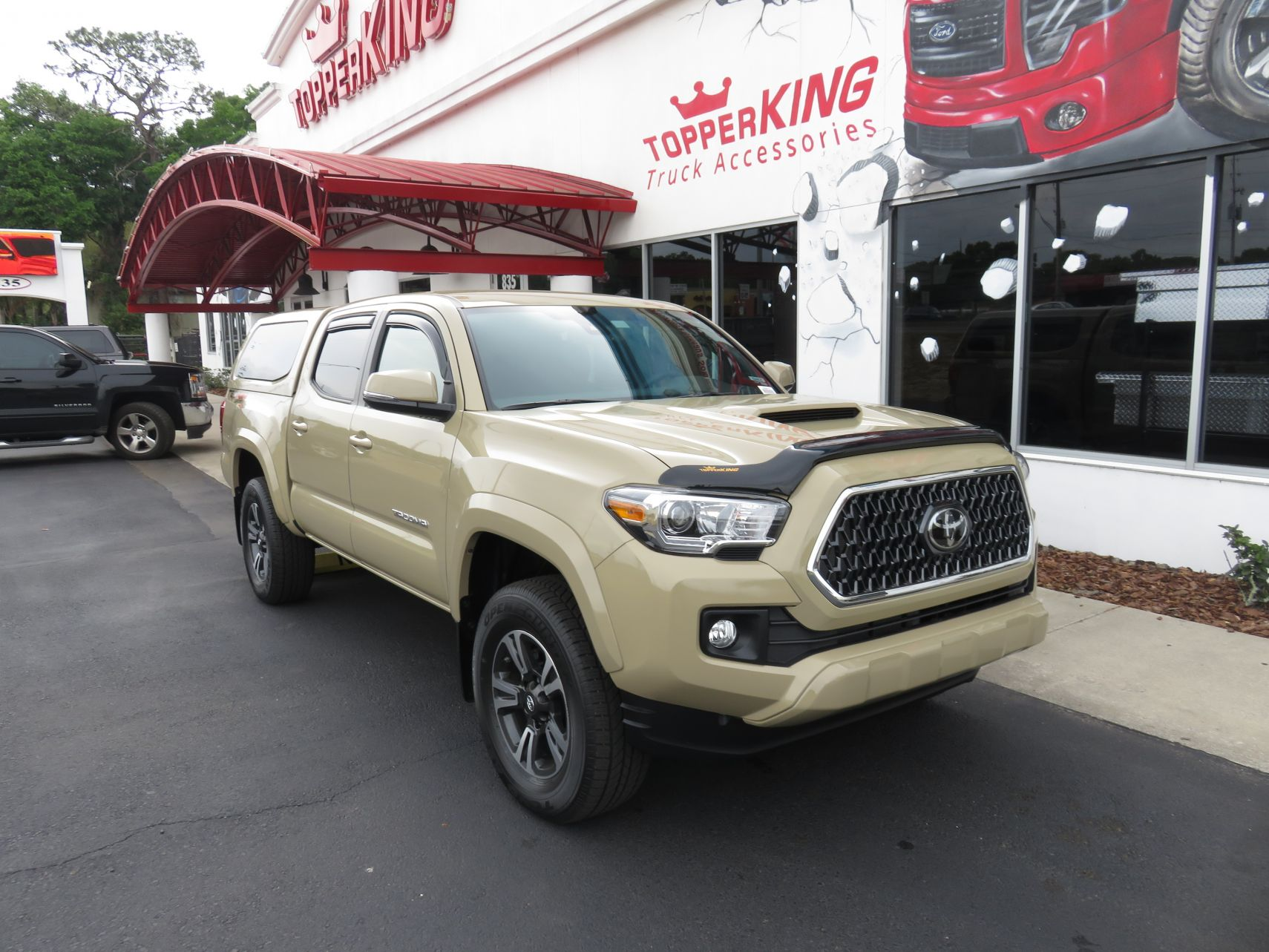 Tan Toyota Tacoma >> 2018 Toyota Tacoma Leer 100xq Bug Shield Topperking