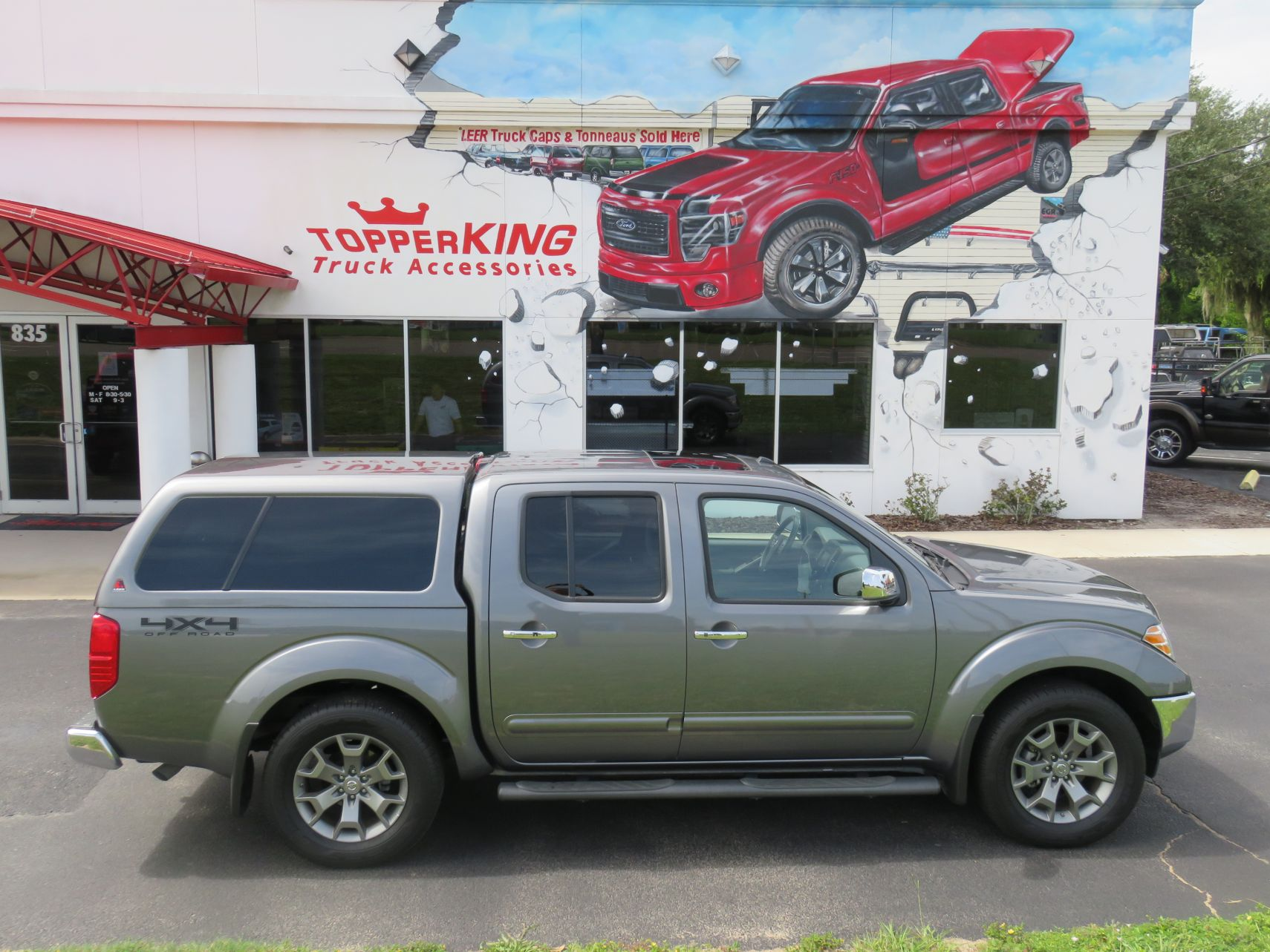 2019 Nissan Frontier with LEER 100XL Fiberglass Topper, Nerf Bars, Chrome, Hitch, Tint. Call TopperKING Brandon 813-689-2449 or Clearwater FL 727-530-9066.
