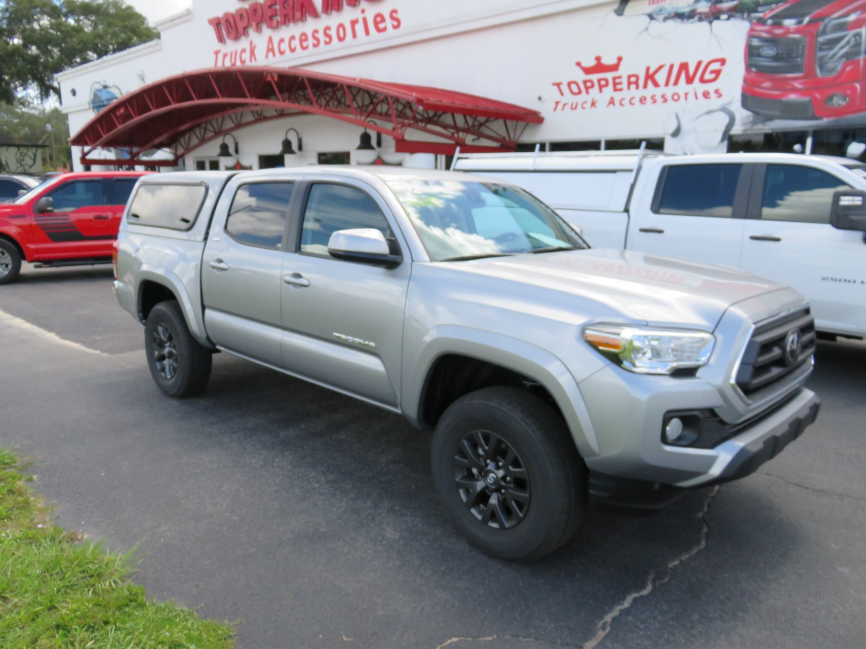 2020 Toyota Tacoma with Ranch Sierra Fiberglass Topper, Windoor, Tint, Hitch. Call TopperKING Brandon 813-689-2449 or Clearwater 727-530-9066