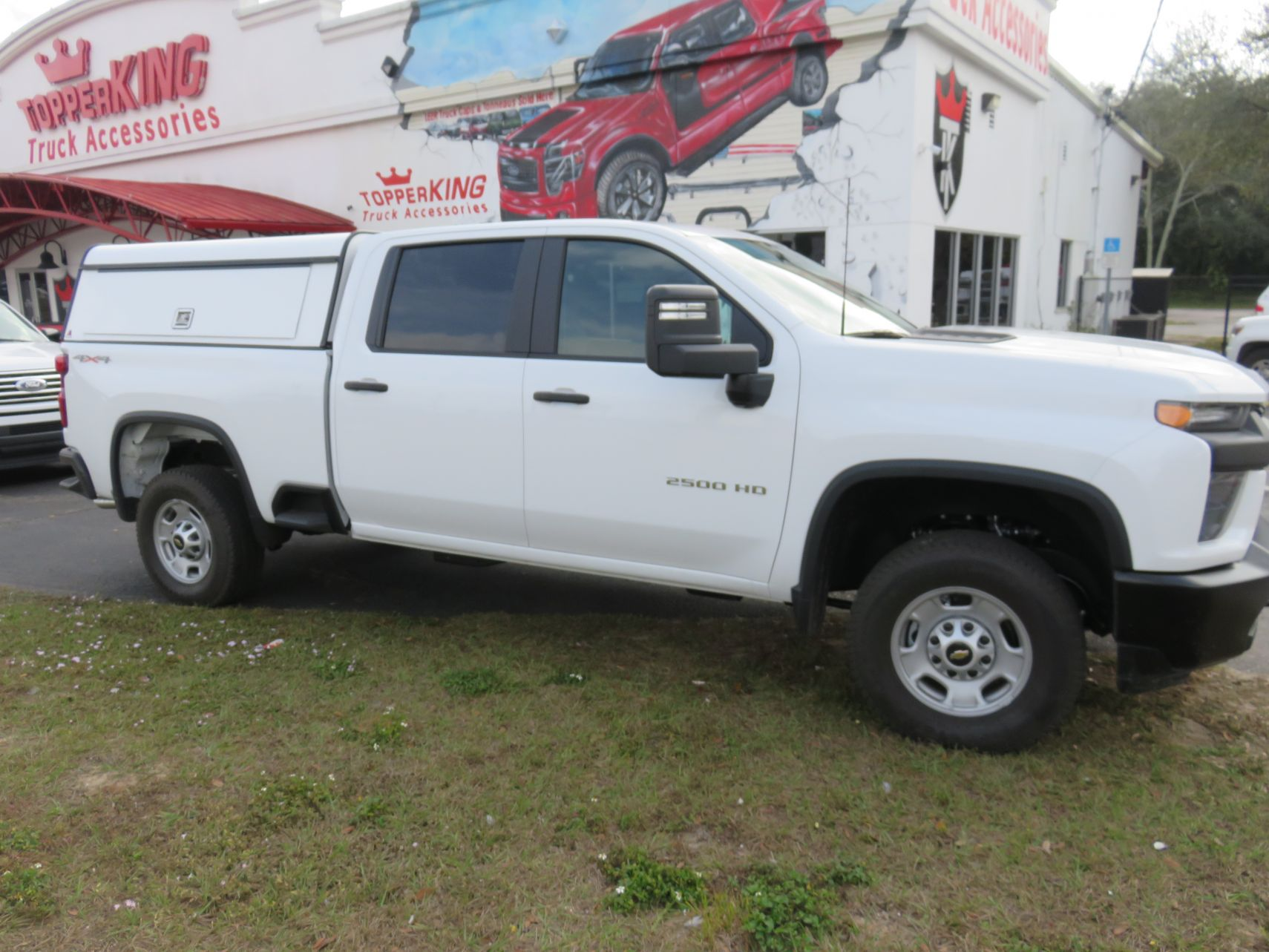 2020 Chev Silverado with LEER DCC, Full Back Door, Side Access, Hitch by TopperKING Brandon 813-689-2449 or Clearwater FL 727-530-9066. Call!